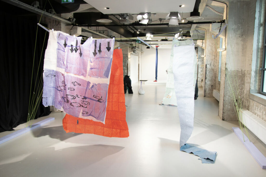 overview of the murmur installation. Fashionclash New Fashion Narratives papier